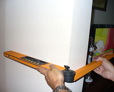 מד זוית דיגיטלי – מכשיר זה משמש לבדיקת זויות בין קירות